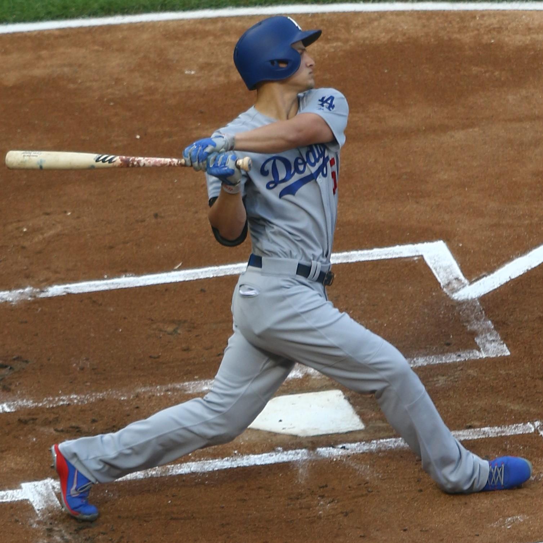 20170718_Dodgers-WhiteSox_Corey_Seager_following_through_(2).jpg